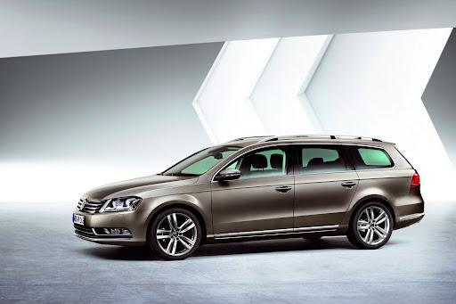 2011-Volkswagen-Passat-B7-6.JPG