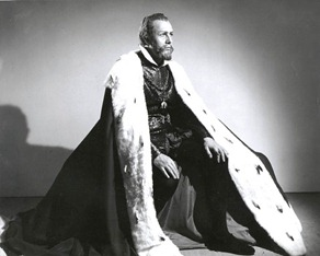 Cesare Siepi as Filippo II in Verdi's DON CARLO at the Metropolitan Opera, 1950 [Photo by Sedge LeBlang]