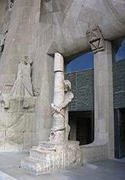 Arquitectura basílica sagrada familia - Columna de la Flagelación