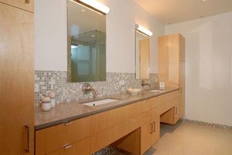 casas-modernas-diseño-de-interiores-baños-broadway-stephen-vitalich-architects.