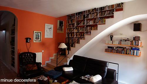 Escada para a criatividade decora o e inven o for Biblioteca debajo de la escalera