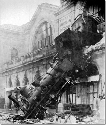 gnu-free--Train_wreck_at_Montparnasse_1895