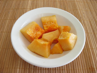 photo of a bowl of Papaya chunks in a bowl