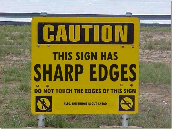 大写字母:小心!这标识的边缘很锐利。不要碰到边缘。小写字母:此外,桥梁前面。