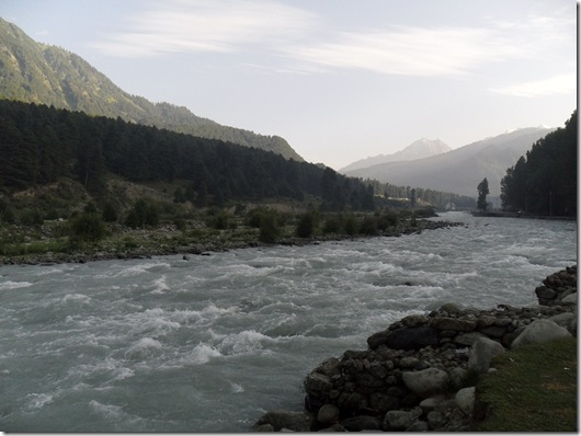 LIDDAR RIVER IN PAHALGAM