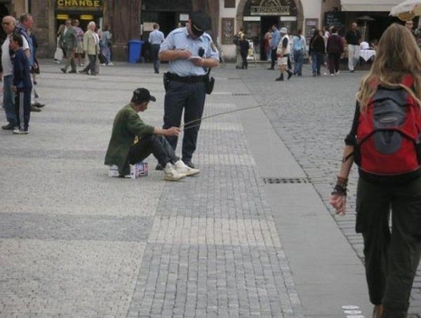 Photos that need no words to laugh - Fishing in public walk area