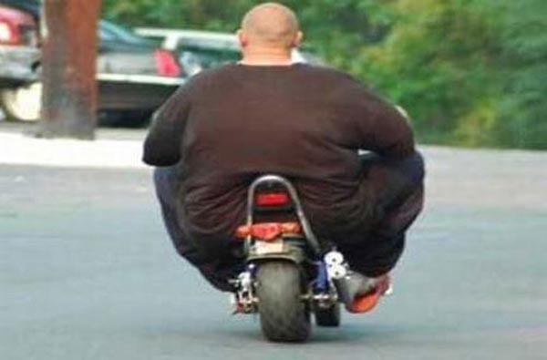 Photos of people doing stupid things - Fat man on little bike