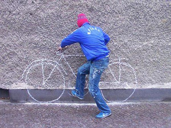 Photos of people doing stupid things - Man with chalk cycle