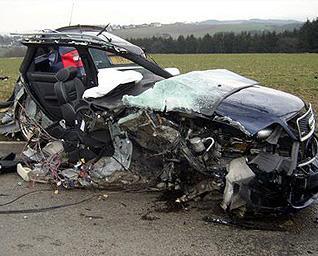 ابشع حوادث السيارات في العالم accident_486140702.j