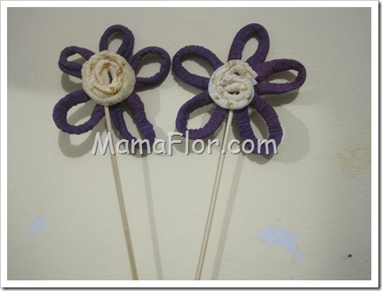Como hacer flores de papel crepe 29