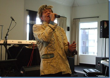 Rockin' Rod Stewart had the audience electrified (courtesy of Jimmy Keys)