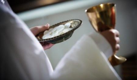 Kurš var tikt pielaists pie Svētā Vakarēdiena