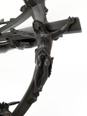 Wim Delvoye, Double Helix Crossed Crucifix 13 cm x 9 L, 2009