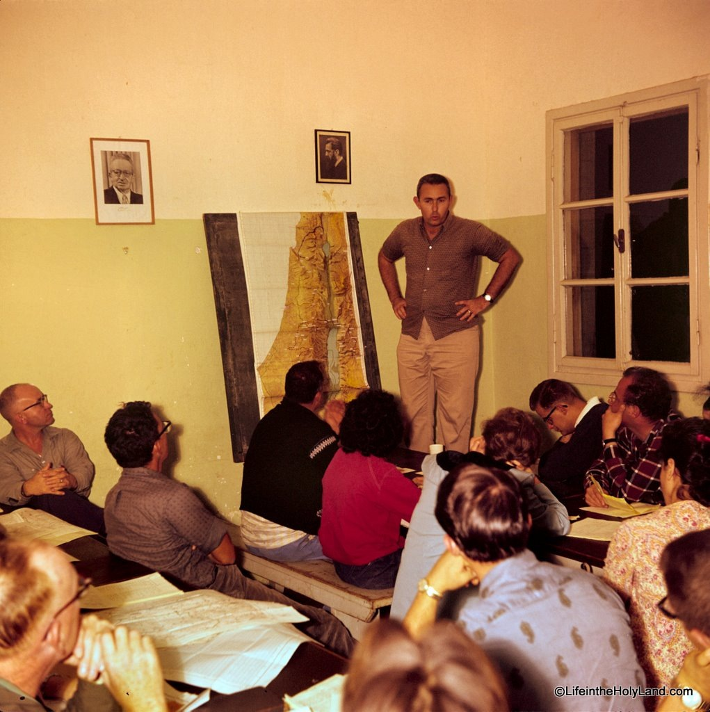 [Anson Rainey lecturing at Achziv to Baptist group, db6311161103[5].jpg]