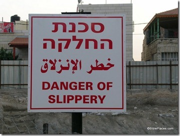 Danger of slippery sign, tb112503933