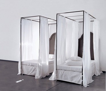 Four Poster Canopy Bed bodie and fou