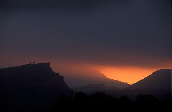 La muntanya de l'Areny. Al fons, la mola de Colldejou.Mont-roig del Camp, Baix Camp, Tarragona2004