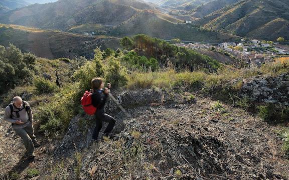 Camí dels Trossets, xarxa de camins del Priorat. A fons, Porrera. Vinyes DOQ Priorat. Porrera, Priorat, Tarragona
