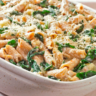 Vegetarian Oven-baked Pasta with Cheese and Spinach