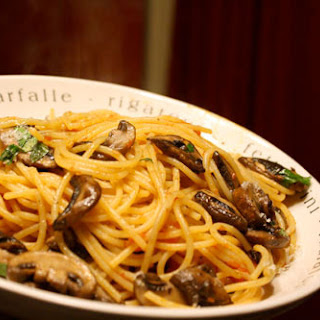 Spaghetti alla Boscaiola (Spaghetti with Tomato Sauce and Mushrooms)