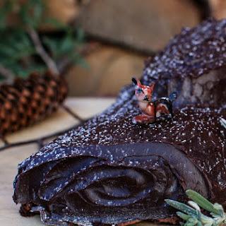 Chocolate Hazelnut Roll {Yule Log}.