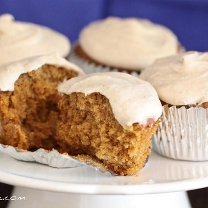 Gingersnap Cupcakes with Vanilla Bean Cinnamon Buttercream