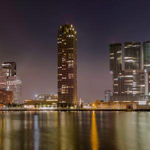 Rotterdam-Kop-van-Zuid-met-Wilhaminapier.jpg