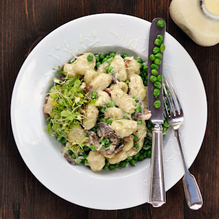 Gnocchi with Bacon, Oyster Mushrooms, Peas & Cream.