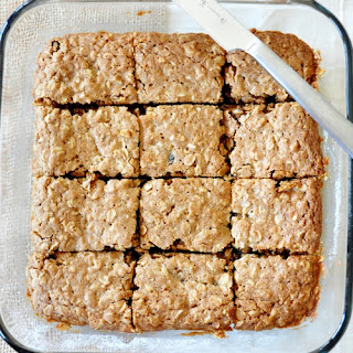 Chai-Spiced Oatmeal Raisin Bars