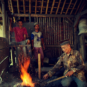 traditional blacksmith by Adhi Mahendra - People Professional People ( blacksmith, street, people )