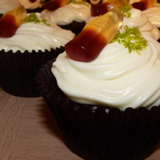 Cuba Libré cupcakes - Coca Cola cakes with Bacardí white rum and lime frosting.