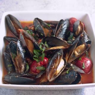 La Cucina Mussels Marinara.