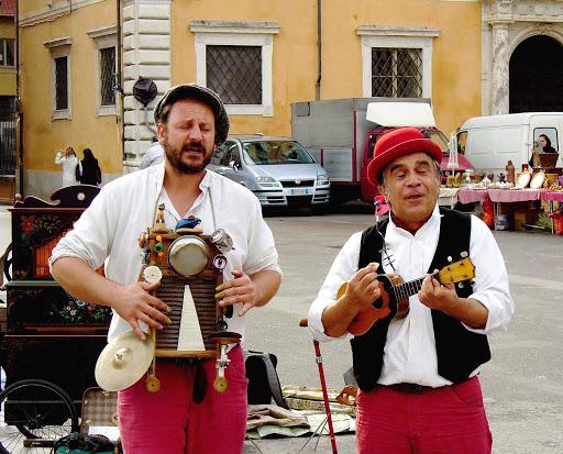 Performers in Piazza dei Cavalieri, Pisa, Italy.
