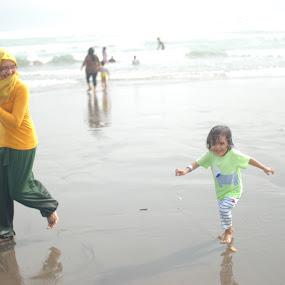 let's run mom...  by Danang Kusumawardana - People Family (  )