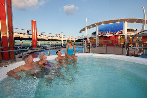 Freedom-of-the-Seas-poolside-screen - Gather in one of Freedom of the Seas' whirlpools to watch sporting events and family feature films on the large outdoor screen.