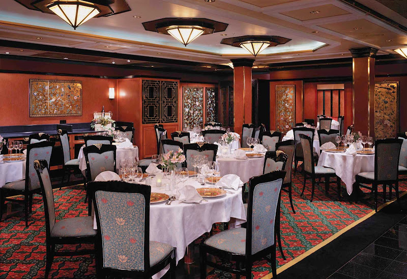 Le Bistro, one of Norwegian Spirit's premium dining spots, serves French cuisine on deck 8.