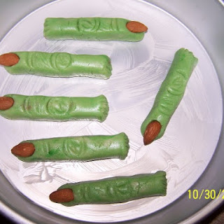 Bloody Witch Finger Cookies.