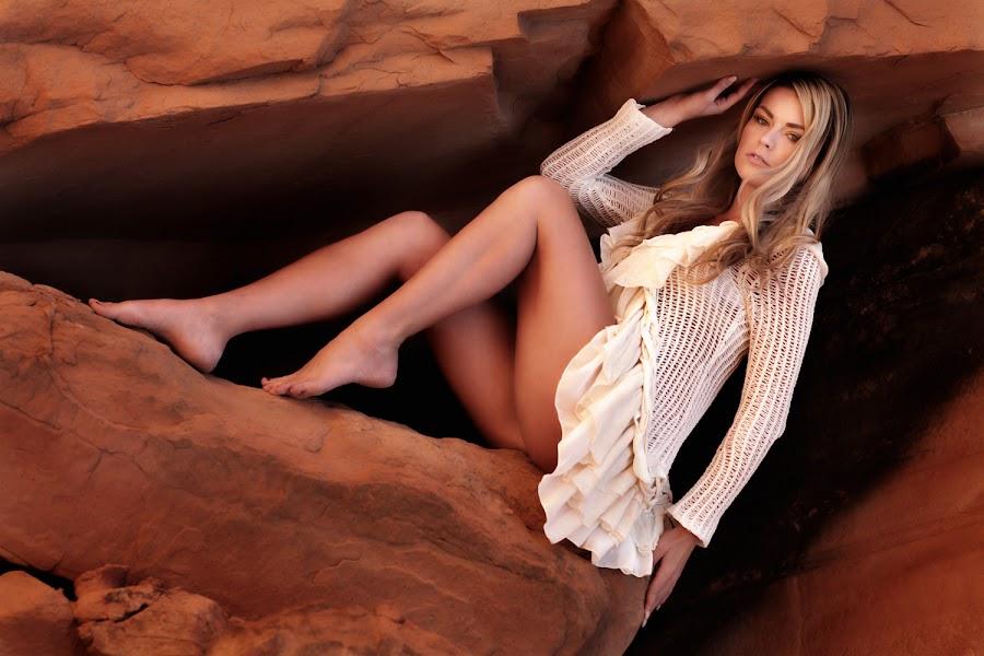 Red Rocks Moab by Rolando Gomez - People Fashion ( moab, blonde, fashion, model, red, girl, utah, woman, white, beauty, rocks,  )