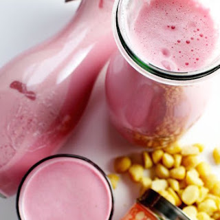 Strawberry and Macadamia Nut Milk Smoothie