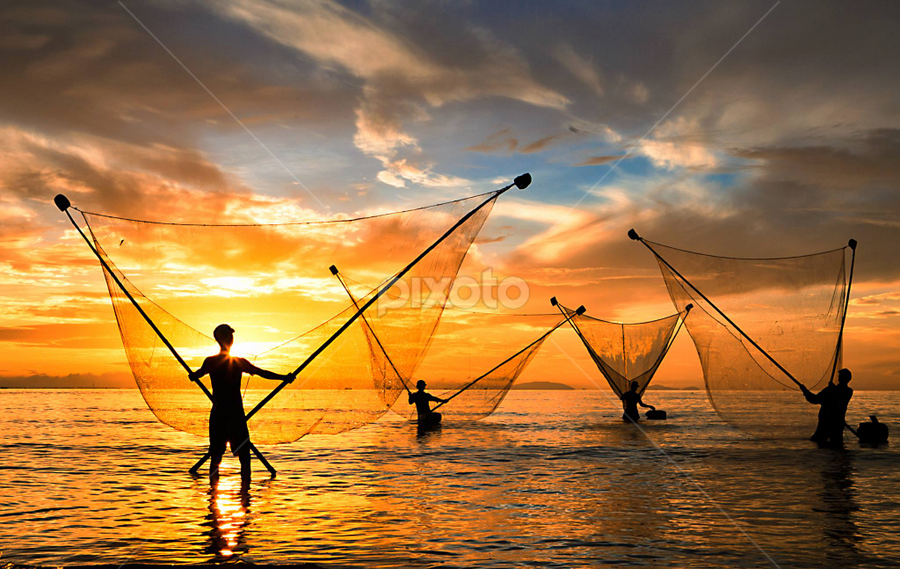 Đẩy Xiệp in the morning, Tan Thanh beach, Go Cong, Vietnam by Thảo Nguyễn Đắc - People Group/Corporate
