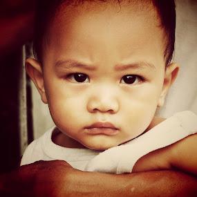 Street photo of child by Lisawati Gunawan - Babies & Children Child Portraits ( child, potrait )