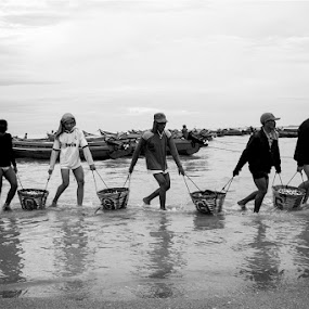 the fisherman going home by Gilang Franasia - Black & White Portraits & People ( poeple, fisherman,  )