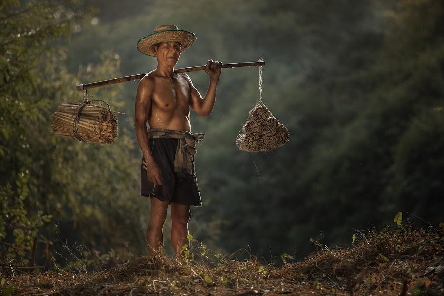 Thai old man by Jakkree Thampitakkul - People Portraits of Men ( job, thai.oldman, travel )