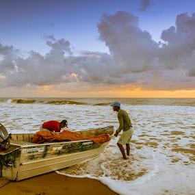 Pescadores by Mauro César Louzada - People Professional People