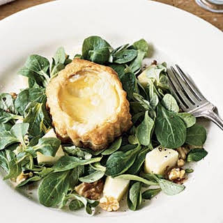 Warm Camembert Salad with Apples and Walnuts.
