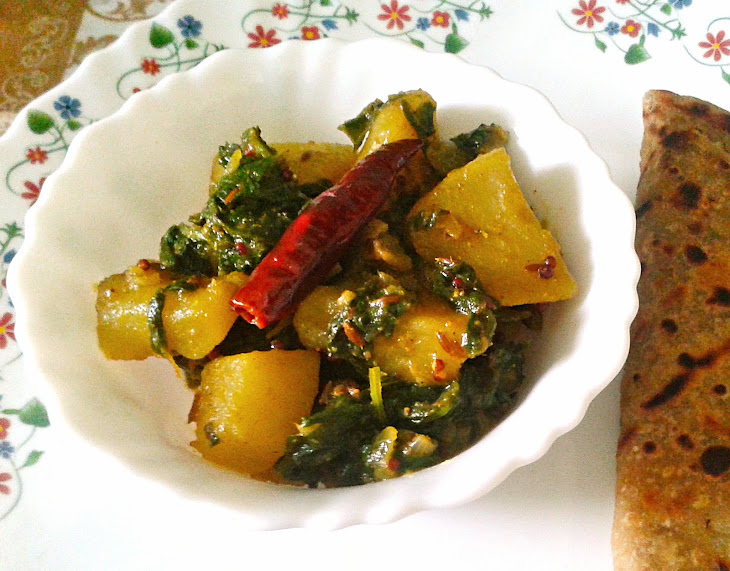 Saag Aloo Recipe – Spicy and Dry Indian Curry of Potatoes and Spinach Recipe