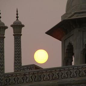 SUNSET AT TAJ MAHAL by Riccardo Schiavo - Buildings & Architecture Public & Historical (  )