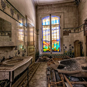 bathroom by Romain Bruot - Buildings & Architecture Decaying & Abandoned ( waste, abandonned, wasteland, bathroom, manor, decay )