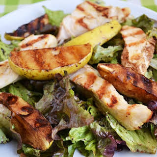 Salad with Mustard Chicken and Apple.