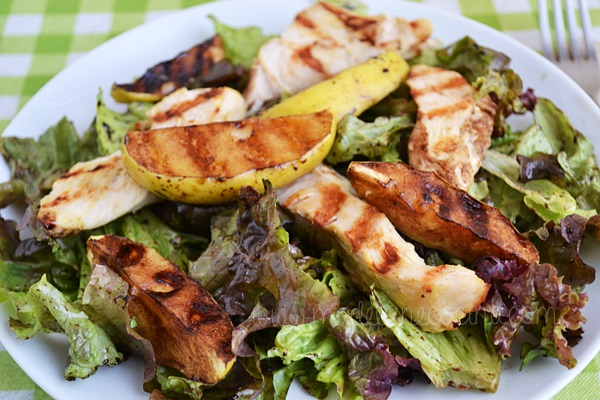 Salad with Mustard Chicken and Apple